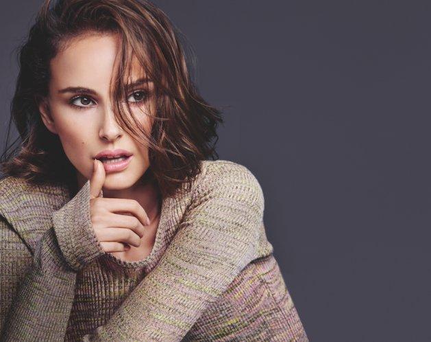 Natalie Portman uchwycona pomiędzy ujęciami do nowej kampanii reklamowej Dior.