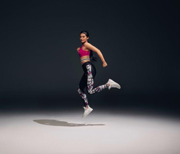 Kylie Jenner w butach Fierce Strap Swan w nowej kampanii Puma
