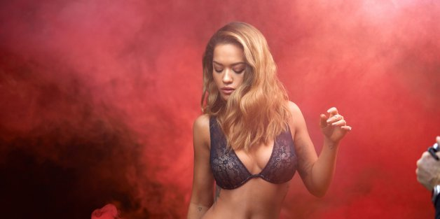Rita Ora w kampanii balkonetki MIAMI od Tezenis.