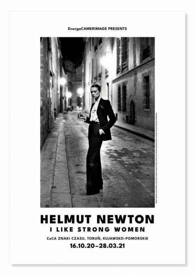 HELMUT NEWTON, Ulica Aubriot, Yves Saint Laurent, Vogue edycja francuska, Paryż, 1975, ©Helmut Newton Estate, dzięki uprzejmości Helmut Newton Foundation